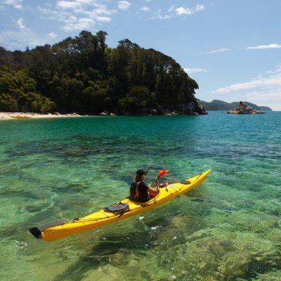 Kayaking in Te Pukatea Bay