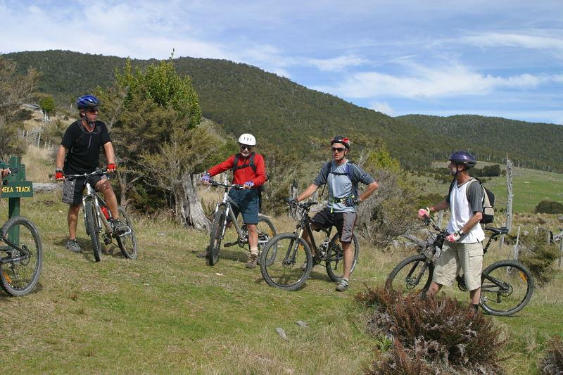 Mountainbiking on the Rameka track, Golden bay